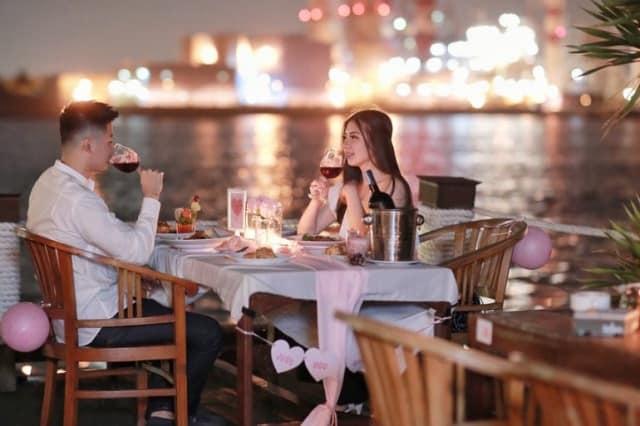 dinner romantis, Temani dengan Alunan Musik Romantis