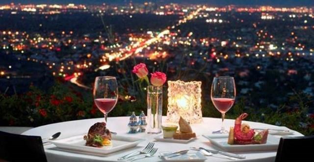 Pilih Spot untuk Dinner dan Hias